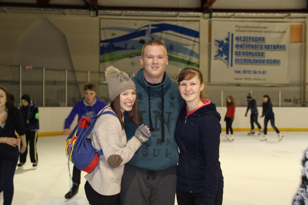 Студенты на коньках